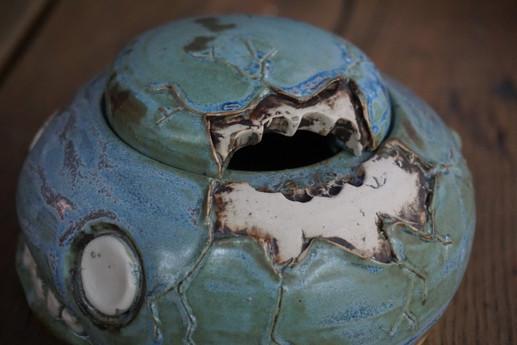 bite detail on sugar bowl