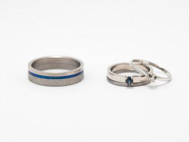 Witgoud, titanium, blauw titanium en saffier