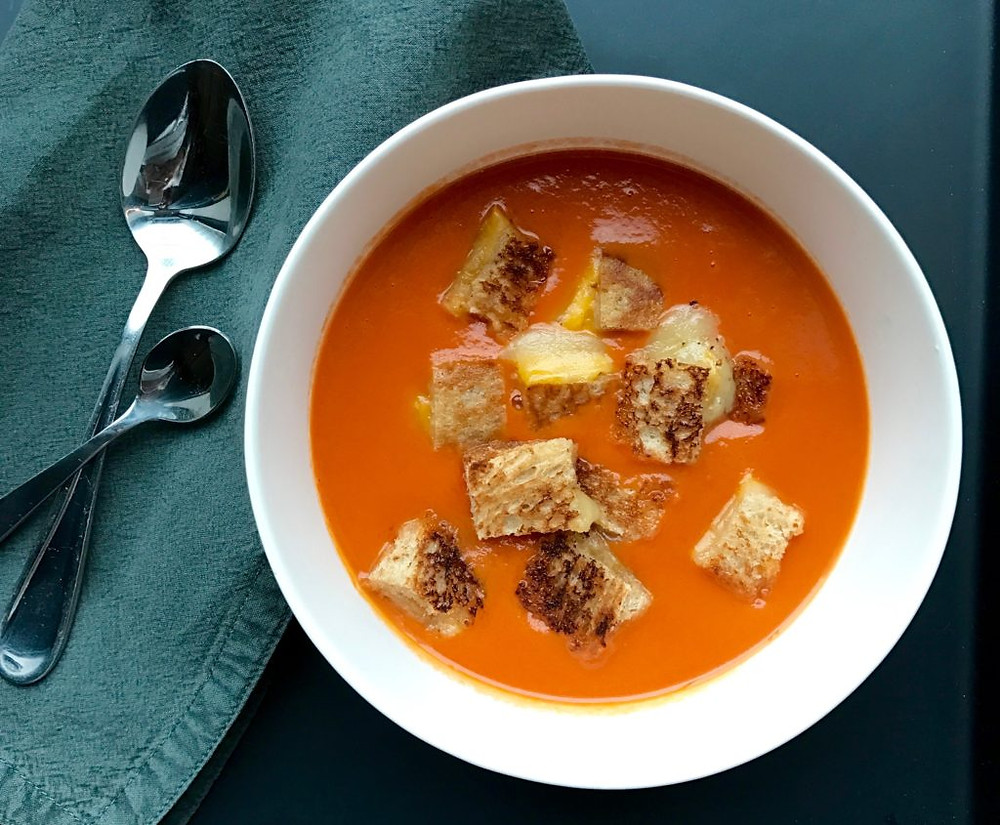 roasted tomato soup with grilled cheese croutons www.redkitchenette.com