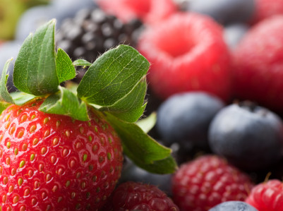 Freezing Berries - www.redkitchenette.com