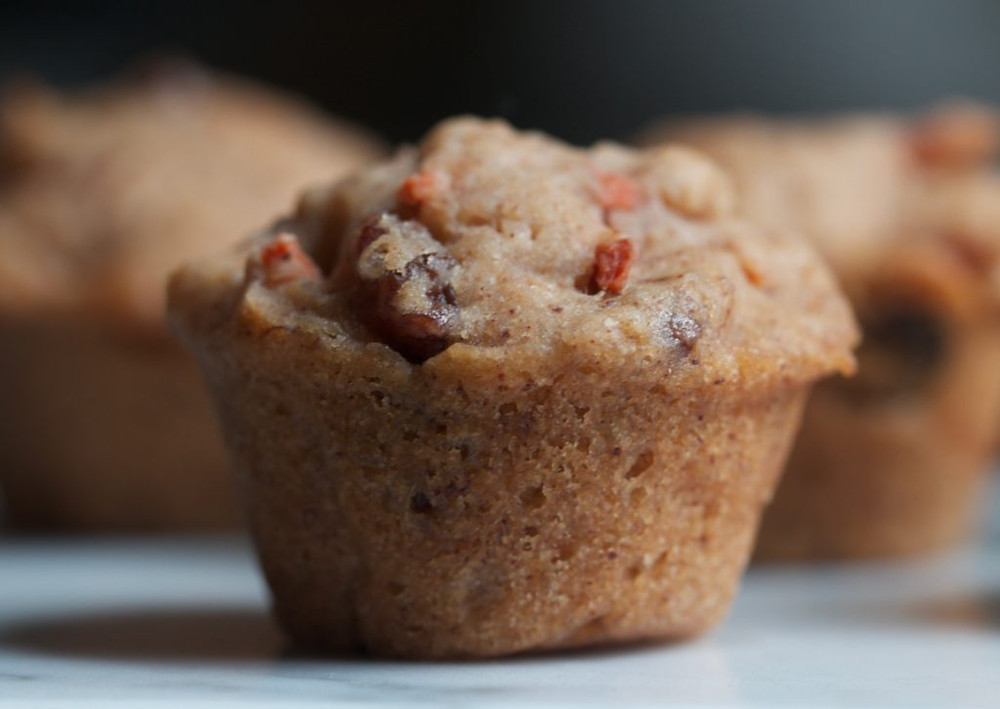 vegan and gluten-free carrot raisin muffins www.redkitchenette.com
