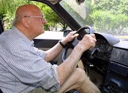 Anziano alla guida