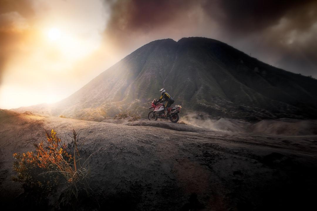 bromo-volcano-sunset-2-web720x1080u100.j