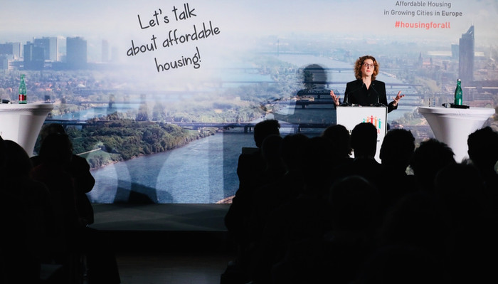Dr Orna Rosenfeld presents at Housing for All conference in Vienna