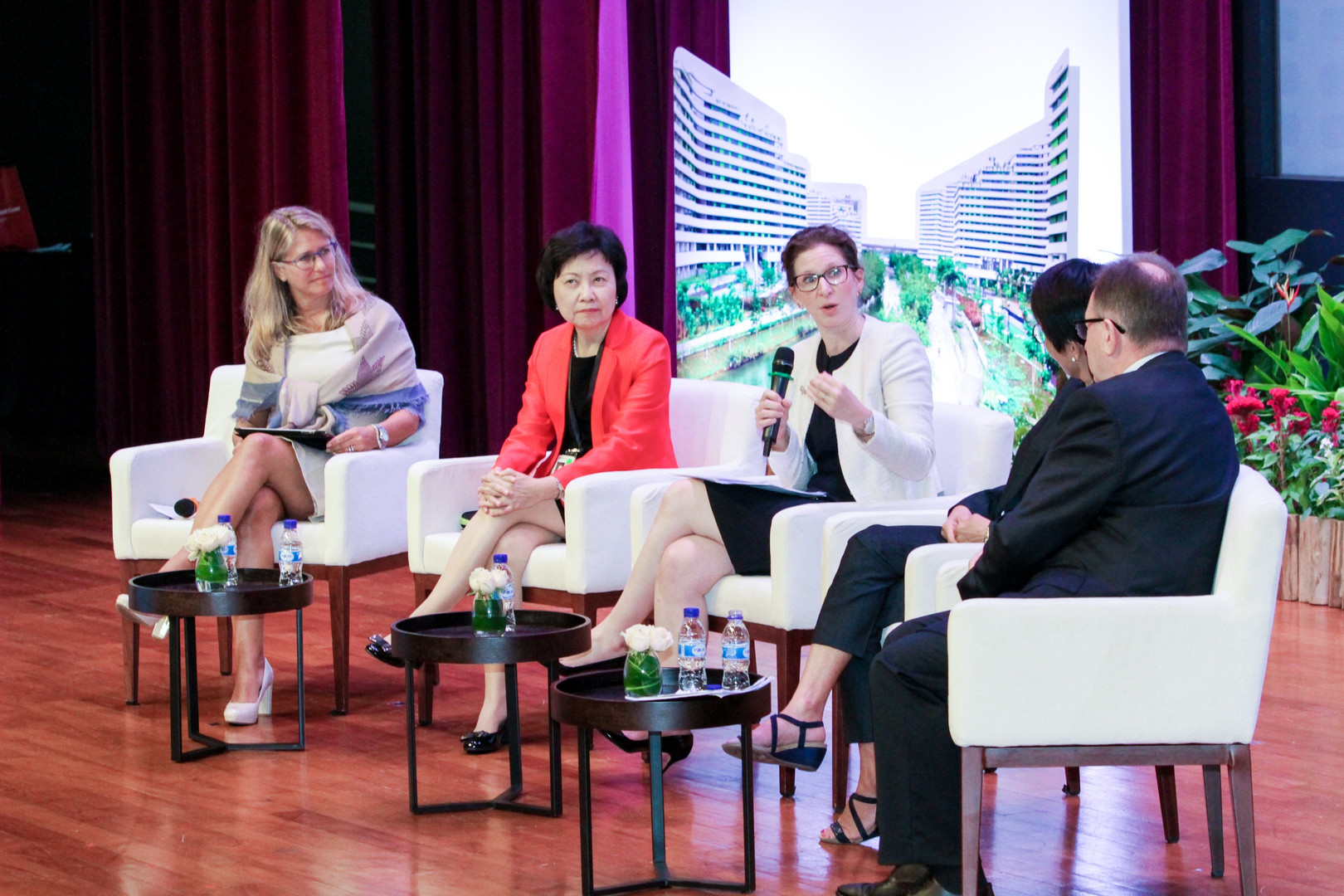 Dr Orna Rosenfeld presents at the International Housing Forum in Singapore