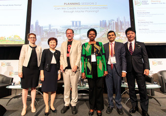 Dr Orna Rosenfeld Moderates a high level panel at the World Cities Summit