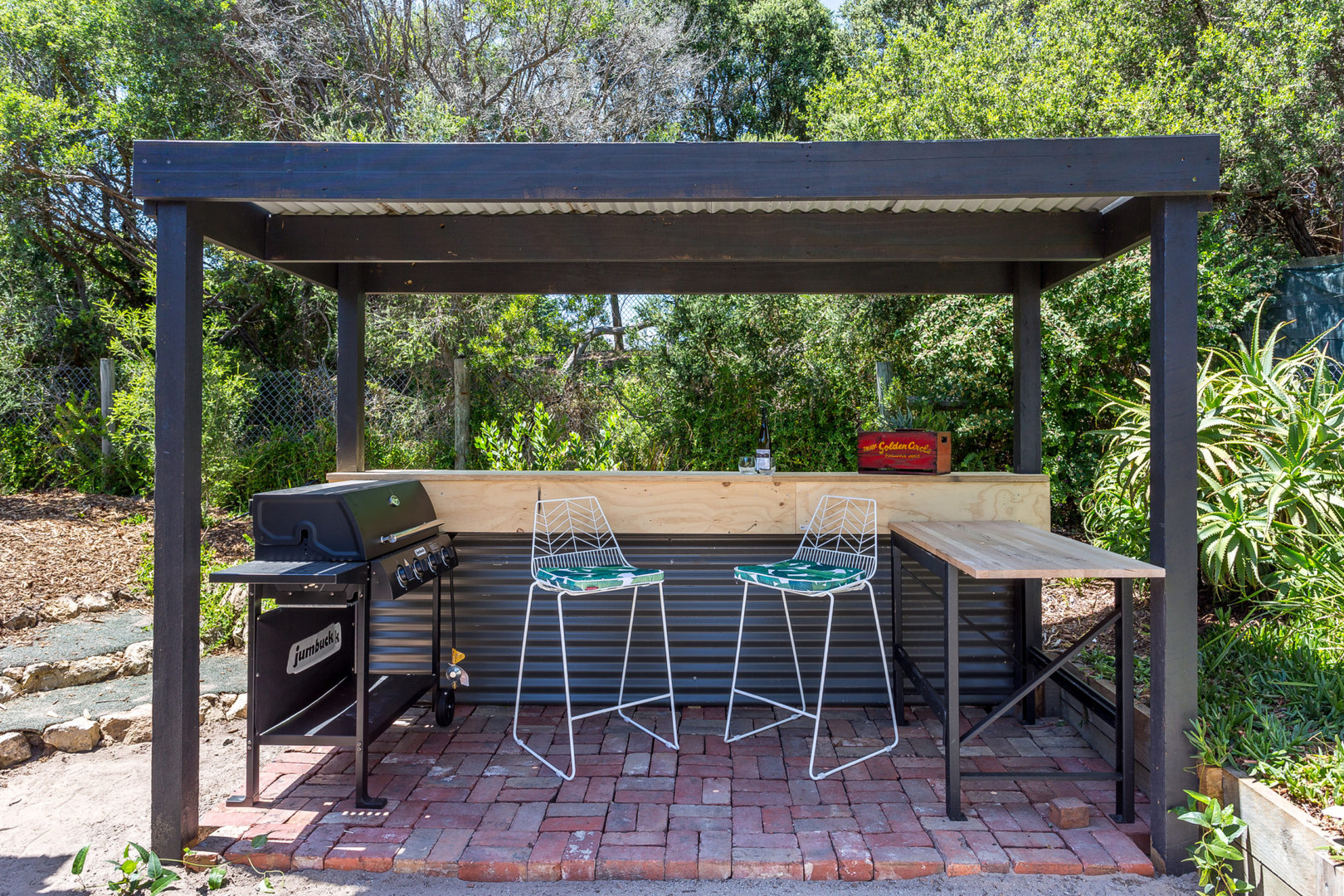 Outdoor BBQ and bar space