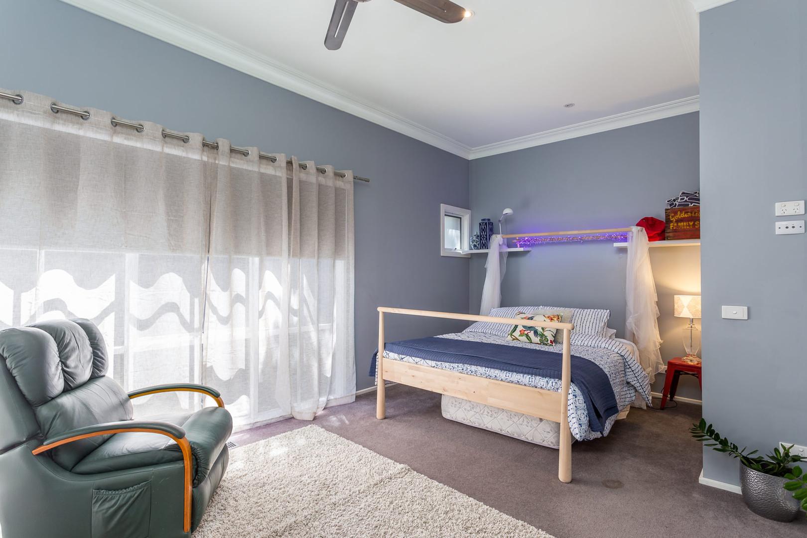 Third bedroom with queen size bed