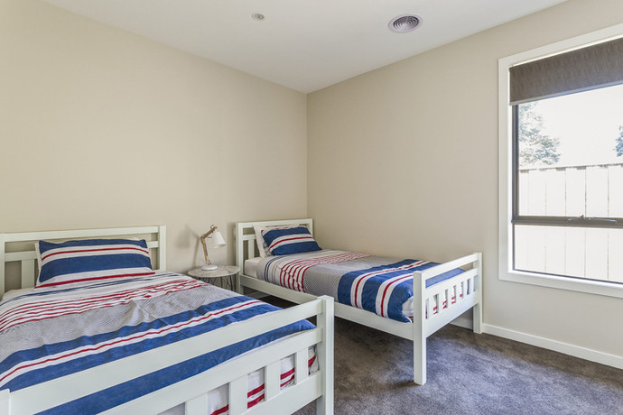 Great sized bedroom with singles