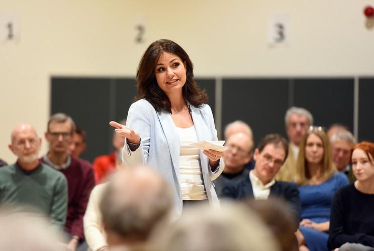 Heidi Allen speaking to voters in Cambridge