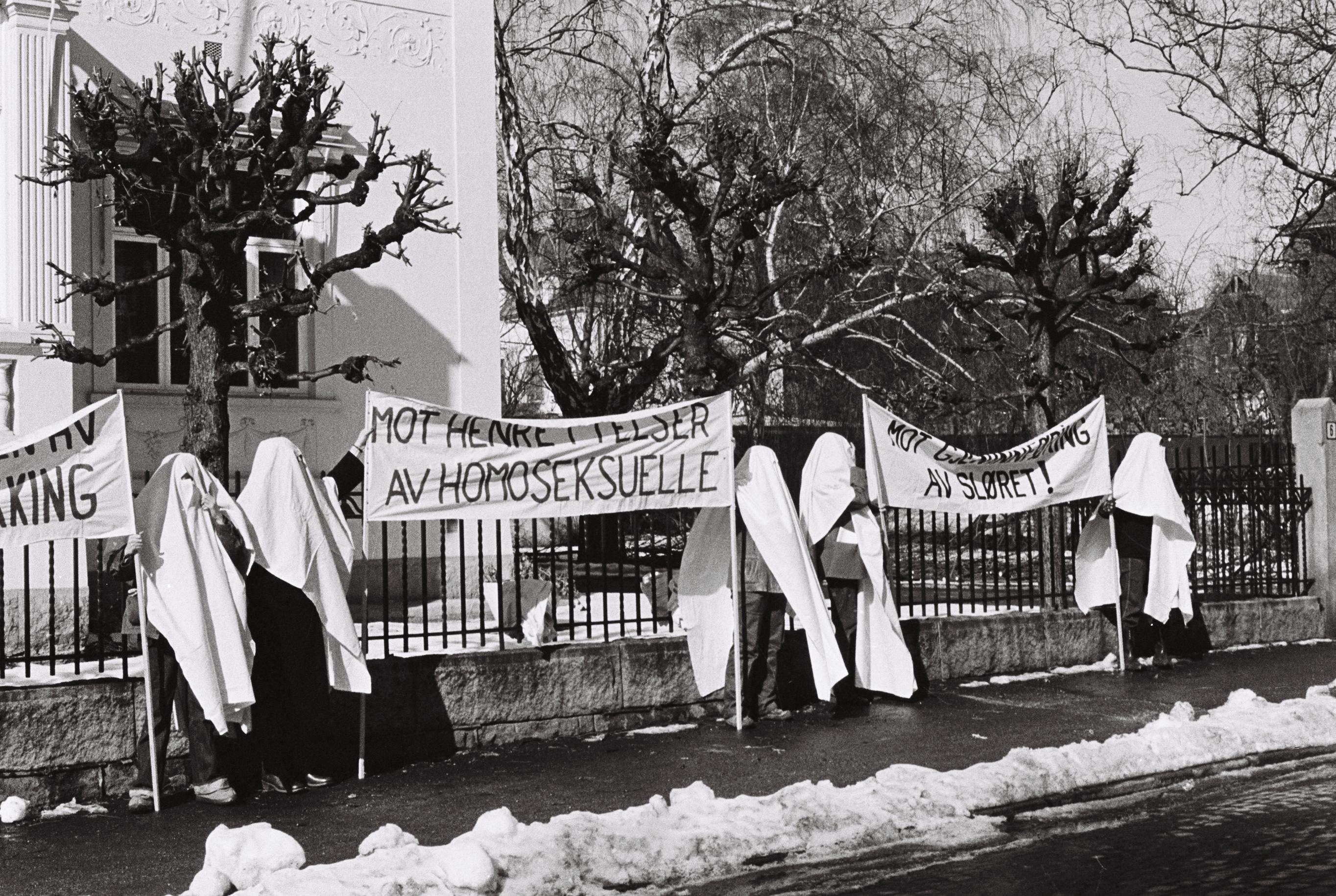 punktdemonstrasjon foran den Iranske ambassaden i Oslo