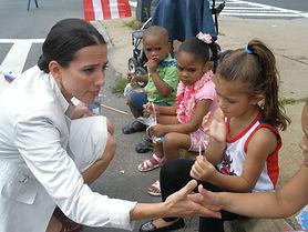 Sen. Chang-Díaz talks with children