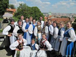 Siebenbürgische Tanzgruppen bei Prager Folklorefestival