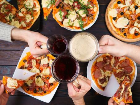 Noite de pizza: reúna os amigos em casa!