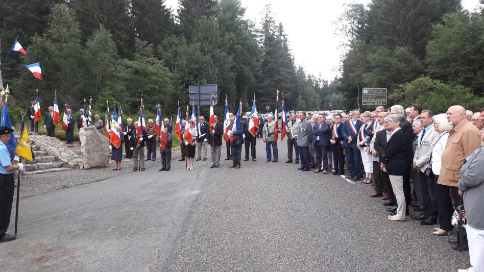 Les portes drapeaux de la Loire et de L'Allier