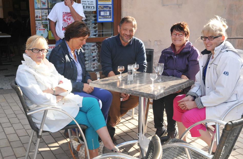 Michelle JONIER Huguette BURELIER et quelques amis.