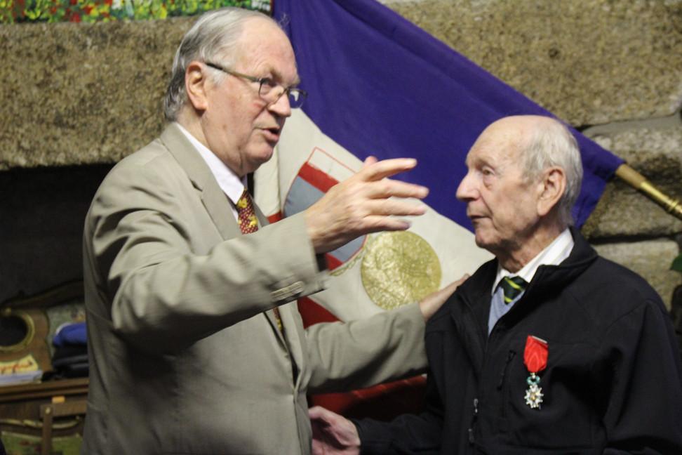 La légion d'honneur pour Jean Payant : 156 missions opérationnelles et 308 heures de vol au serv