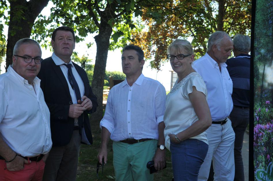 Pierre DEVEDEUX, Christian LAURENT Maire d'Arcon, Gilles PASSOT Huguette BURELIER