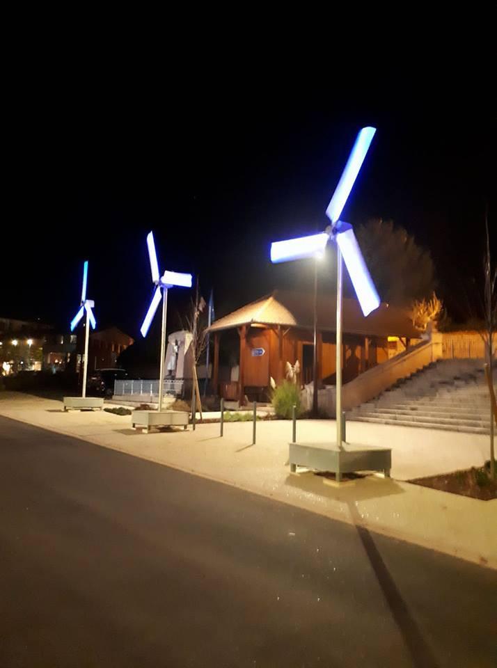 Drôles d'éoliennes à Saint Alban