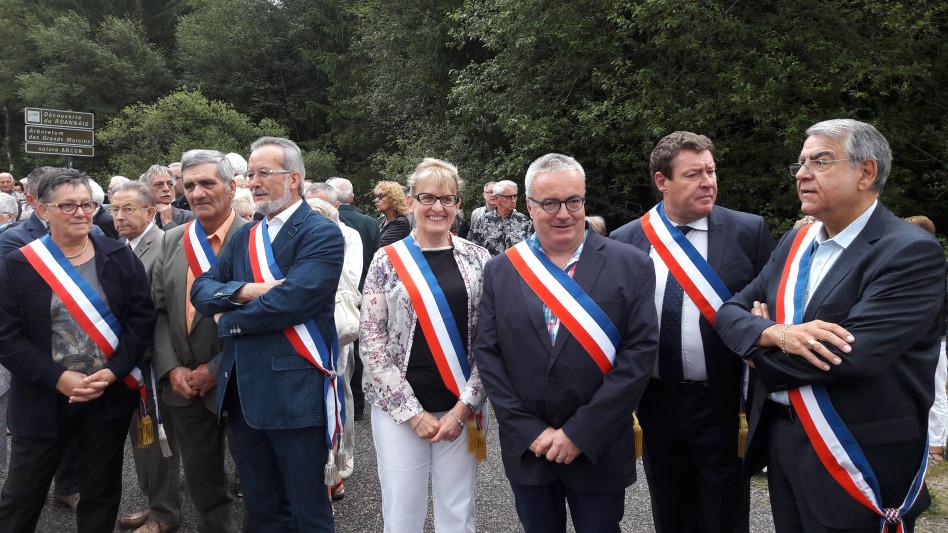 Au centre Huguette BURELIER et Pierre DEVEDEUX