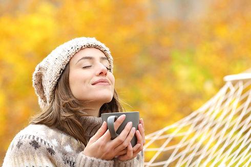 Relaxed_woman_autumn_hammock.jpg