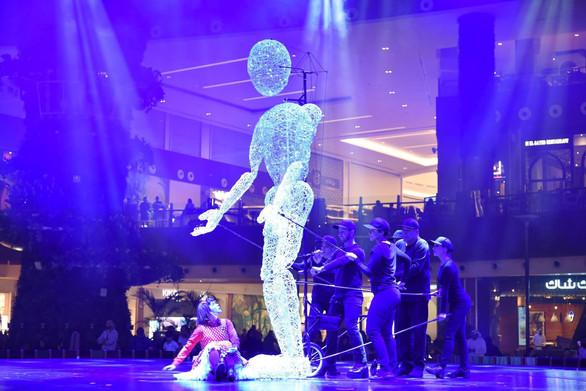 giant puppet qatar.jpg