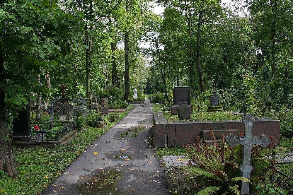 1280px-Volkovo_Cemetery_view_01.jpg