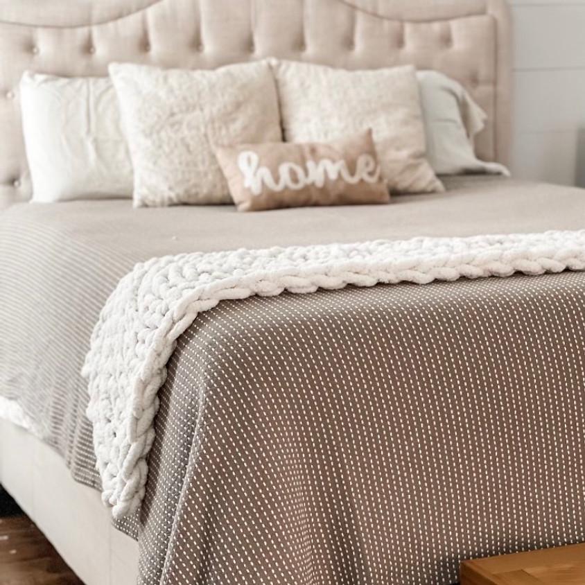 Hand-knitted bedrunner