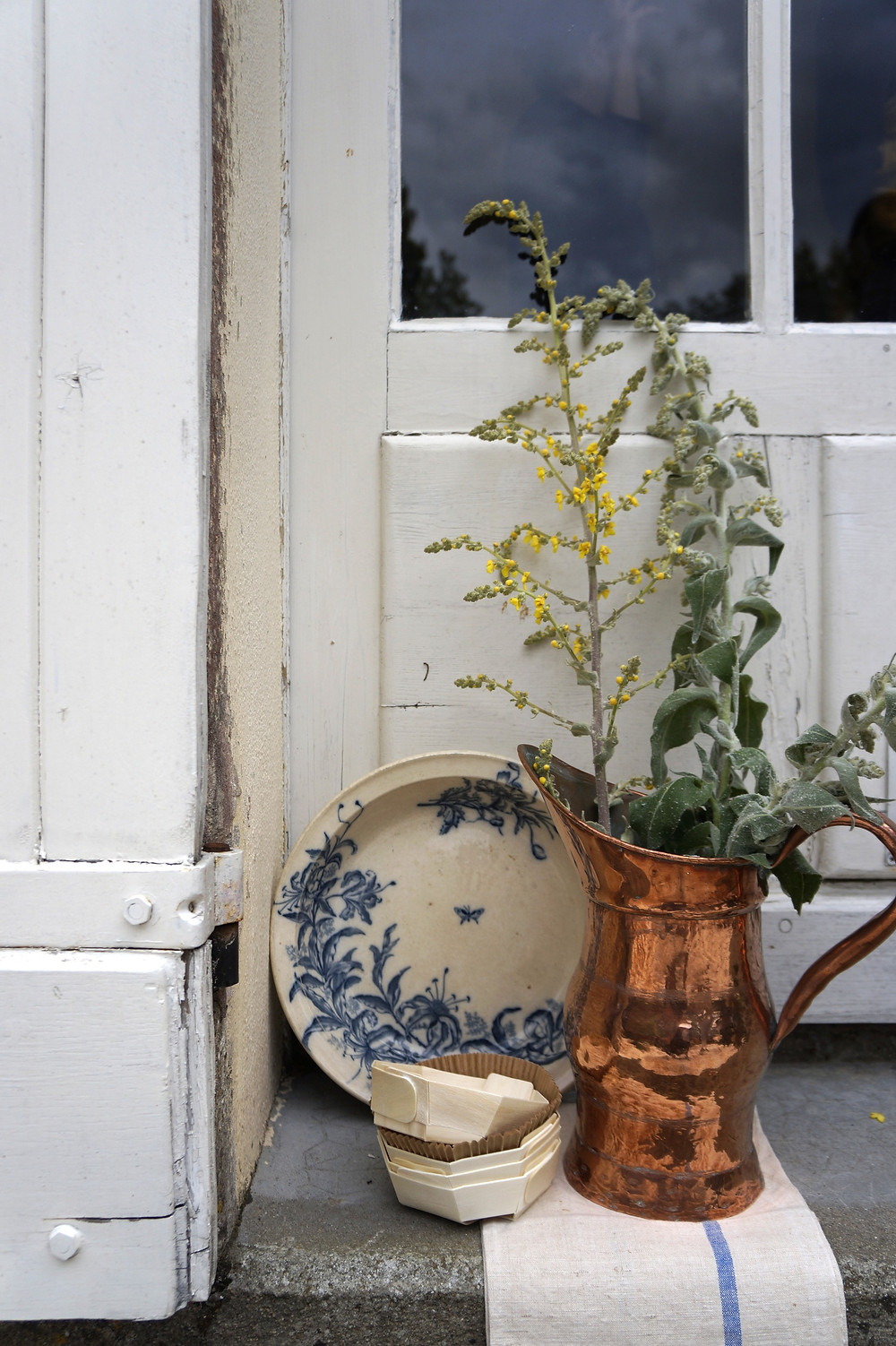 styling and photographing - copper pitche, ceramic bowl, wooden food containers and plants