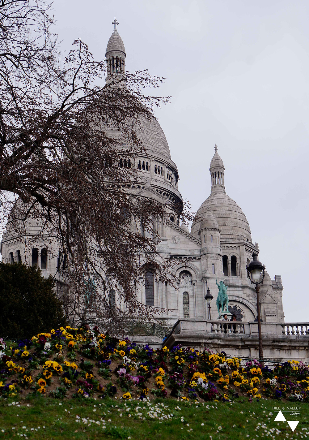 view of landscaping around Sacré-Coeur