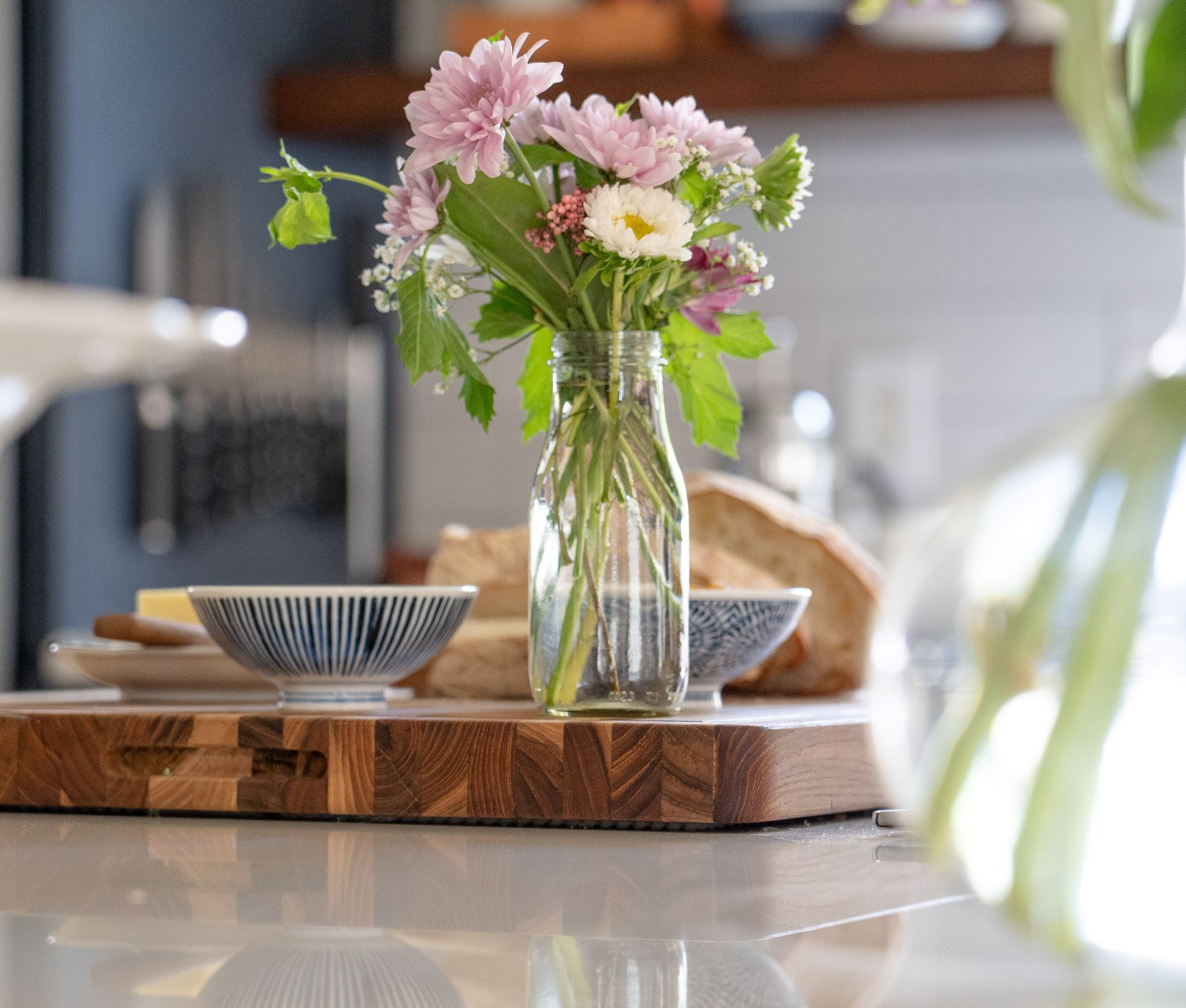 kitchen details and flowers