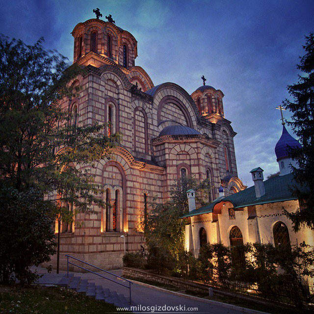 beograd-nocu-tasmajdan-ruska-crkva