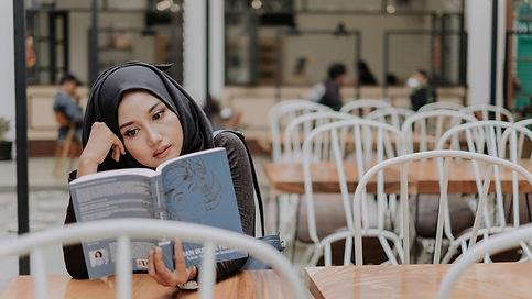 UAE Ladyreading.jpg