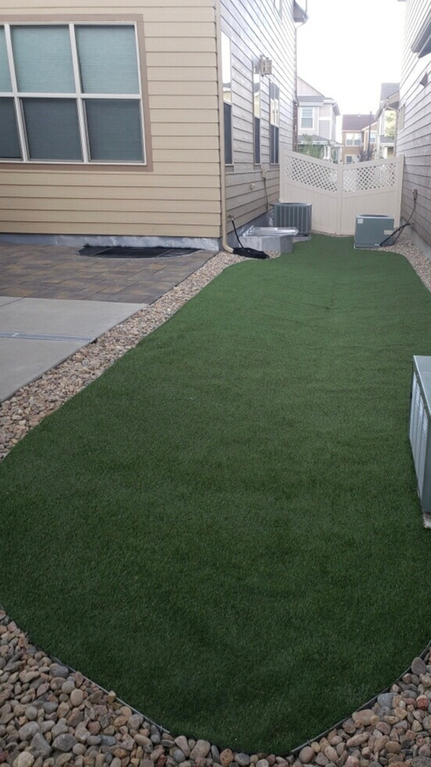 Artificial Turf softens the hardscape lo