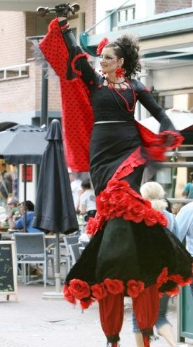 flamenco op hoge stelten 275 x 495.jpg