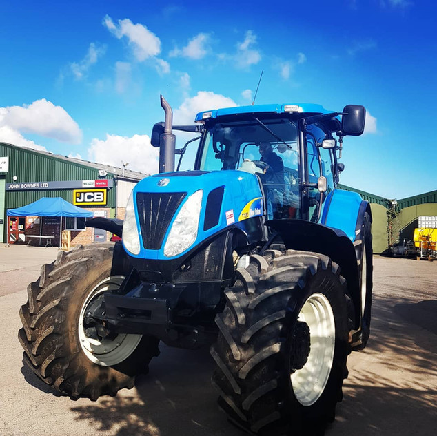 New Holland T7050.jpg