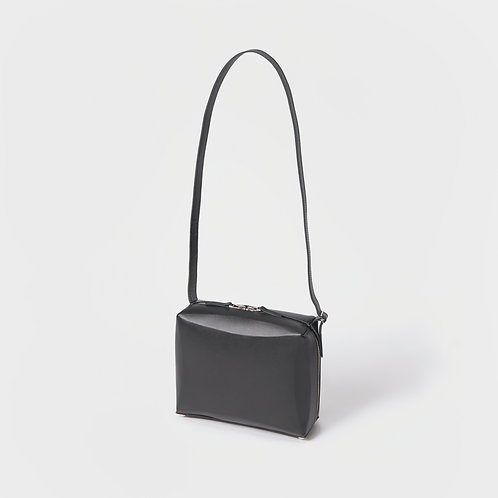 -FOLD- square shoulder black