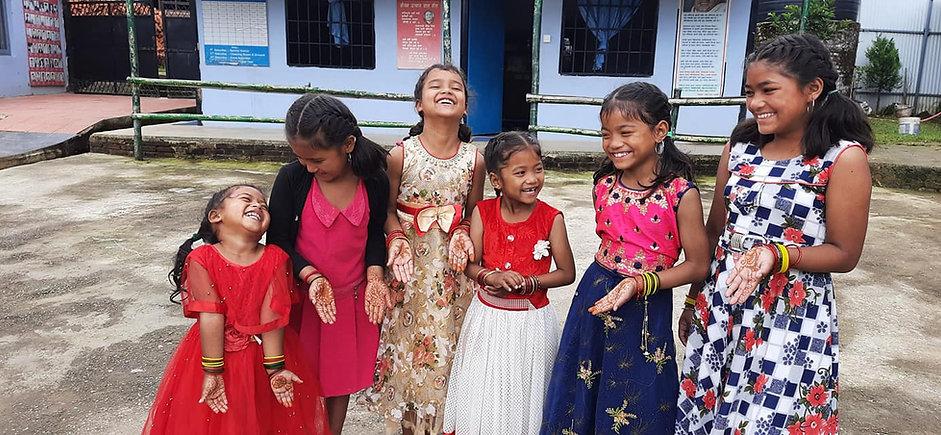 Diya, Swostika, Supakshya, Bipana, Sapana and Apsara. 17 juillet.jpg