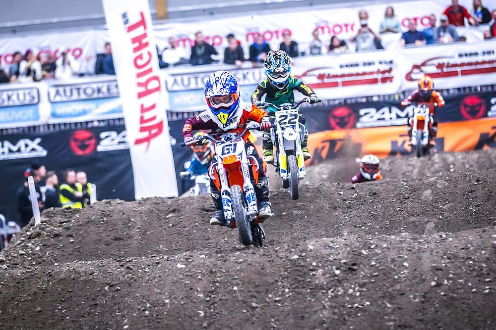 Maailman puhtain Supercross -kilpailu ajettiin Tampereella viikonloppuna. Yksi luokka täysin sähkökäyttöisillä KTM ja Husqvarna motocross peleillä!