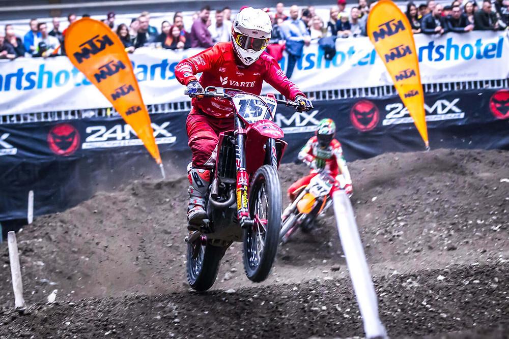 Alex Ray voitti Tampere Supercross avauspäivän. Cade Clason oli toinen ja Harri Kullas kolmas