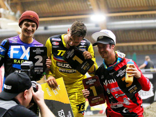 Alex Ray kukisti haastajansa Tampere Supercrossin avauspäivänä