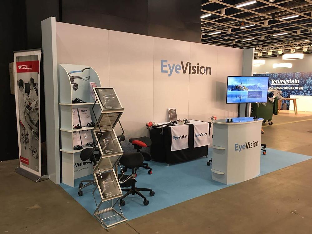 Vaaleansininen messumatto istuu täydellisesti EyeVision Oy:n värimaailmaan