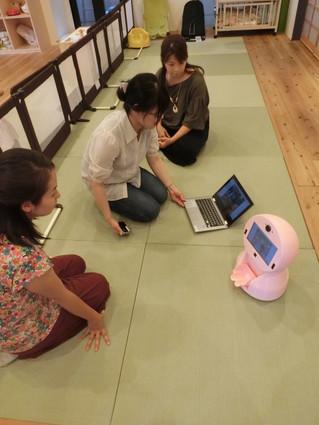 子育て支援ロボットの実験に協力をしました
