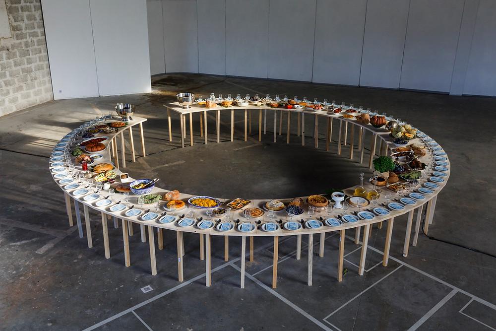 Credit photo du banquet © Grégoire d'Ablon  -  Arles, exposition Rien n'aura eu lieu