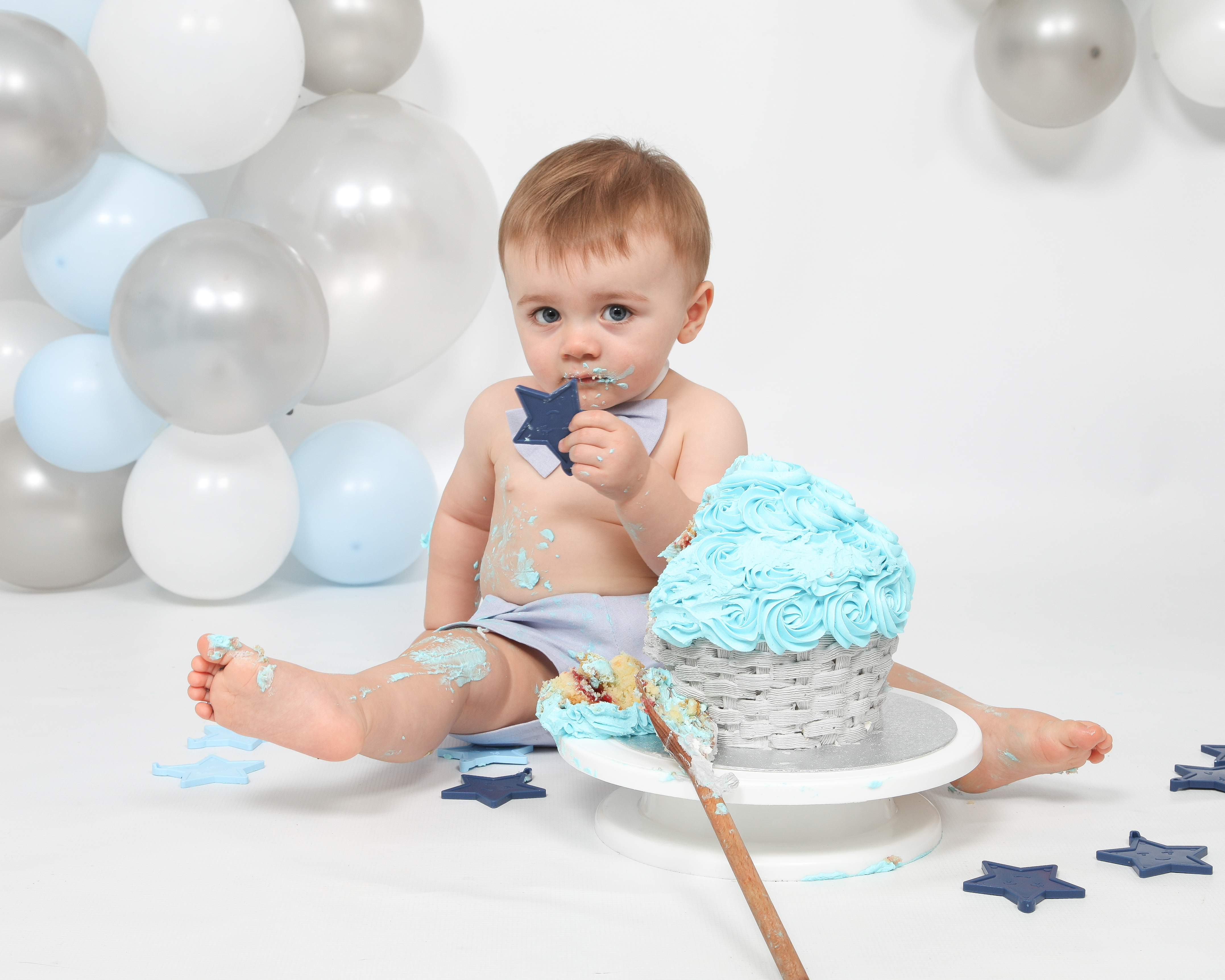 Grey and Blue Balloon Arch Cake Smash