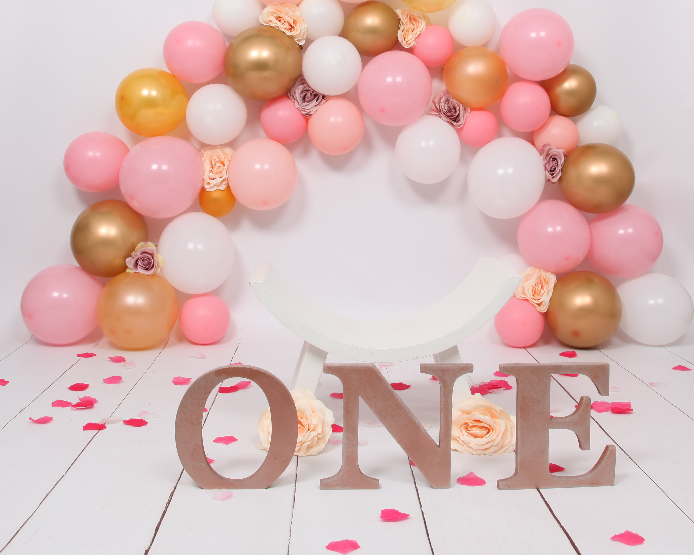 Pink and Gold Balloon Arch Cake Smash