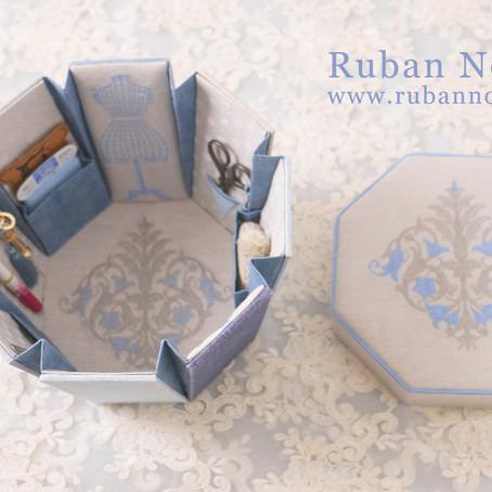 課題サンプル ブルーとグレイの八角形の裁縫箱