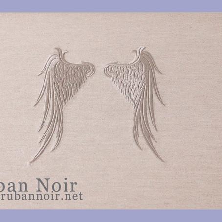 天使の羽のモチーフ