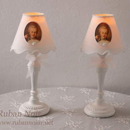 テーブルサイズのミニ照明
