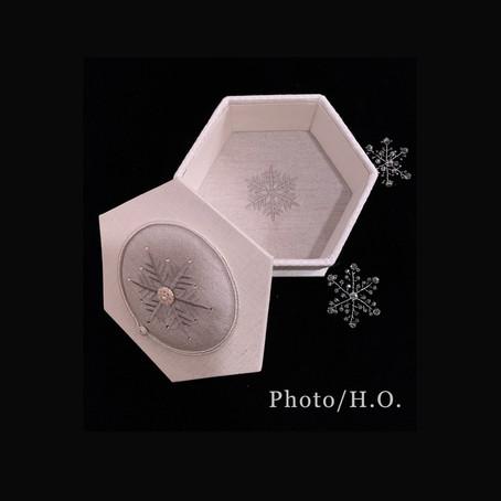生徒様作品 六角形の箱 雪の結晶の刺繍で